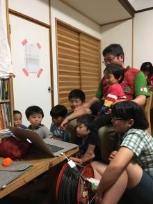 大場さんのセミナー前、興味津々に集まる子供たち