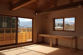 2階仕事部屋の窓から南アルプスを望む