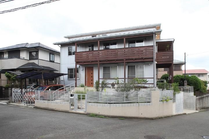 横浜市の戸建て住宅事例 本がいっぱいの2世帯の家