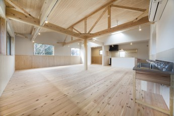 杉板の勾配天井