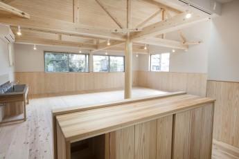 キッチンから保育室を見る