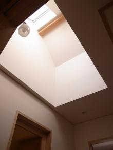 既存建物で使用していたレトロな照明器具をリユース。