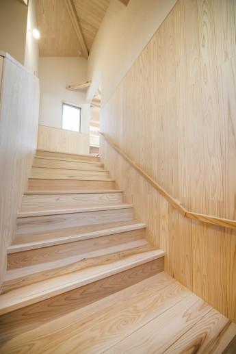 杉板壁の階段