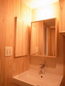 無垢板の洗面室