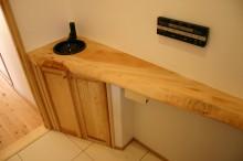 トイレの広葉樹無垢カウンター