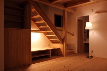 階段下の間接照明