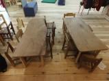 子供用のイスとテーブル。