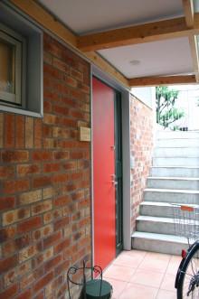 レンガ外壁の外廊下