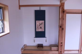 和室。本格的な床の間があります。 床柱は地元の木材を使用しています。