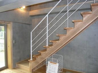 健康住宅 賃貸 ストリップ階段 無垢材