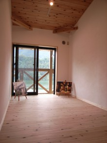 2階のお部屋も、バルコニー越しに湖が見えます。