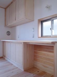 杉材造作のキッチンバックカウンター