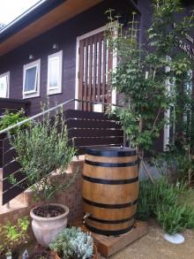 ウィスキー樽を再利用した雨水タンク