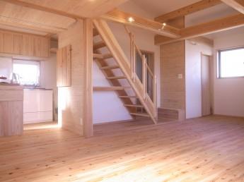 杉板としっくいの壁