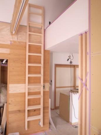 吊りロフトとヒノキはしご