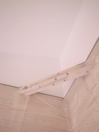 板張り白塗装仕上げ