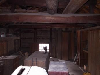 丸太梁の小屋組み