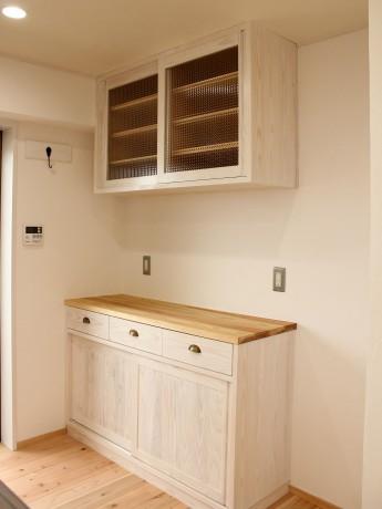 白いキッチンバックカウンター